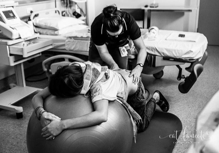 Mulher sendo massageada