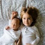 O olhar do filho mais velho no nascimento de seu irmão